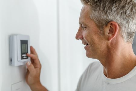How To Make Sure Your Thermostat Is Set Correctly In The Fall and Spring